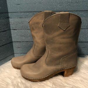 Sanita Laureen Danish wooden clog boots